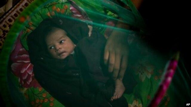 Bayi yang lahir di Myanmar dari ibu dengan HIV. (Foto: Dok) Sekitar 300.000 bayi lahir dengan HIV pada 2011 di seluruh dunia.