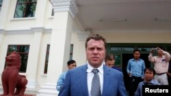 Russian real estate tycoon Sergei Polonsky leaves the Appeals Court after a hearing in Phnom Penh, Jan. 9, 2014.