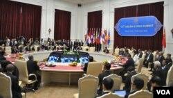 کمبوڈیا میں آسیان سربراہ کانفرنس کا ایک منظر