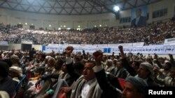 후티 반군이 지난달 31일 수도 사나에서 예멘 대통령에게 정부를 속히 구성하라며 촉구하자 지지자들이 환호하고 있다.
