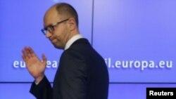 Arseniy Yatsenyuk, Ukraina muvaqqat bosh vaziri