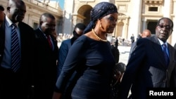 FILE: Zimbabwe's President Robert Mugabe (2nd R) and his wife Grace arrive to attend a mass for the beatification of former pope Paul VI in St. Peter's square at the Vatican, Oct. 19, 2014.