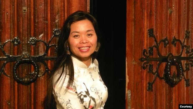 """Nguyễn Phan Quế Mai viết cuốn sách bằng tiếng Anh đầu tiên """"The Mountains Sing"""" để đưa góc nhìn về chiến tranh và nỗi đau của người Việt qua góc nhìn của những người phụ nữ."""