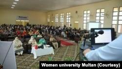 ویمن یونیورسٹی ملتان میں گزشتہ سائنس کانفرنس کے موقع کی ایک تصویر