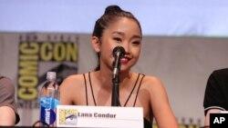 Nữ diễn viên Lana Condor. Đồng Lan sinh ra ở Việt Nam năm 1996. Vào năm 1997, cô được ông Bob và bà Mary Condor nhận làm con nuôi.