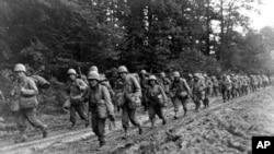 442团日裔美国军人在法国行军(历史资料)