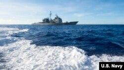 美军安提坦号军舰2018年3月10日在菲律宾海航行(美国海军)
