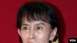Aung Sang Suu Kyi mengatakan akan membuka akun Twitter untuk berkomunikasi dengan warga muda.