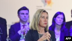 La jefa de política exterior Federica Mogherini dijo durante su primera visita desde 2014 que compartía con Irak la idea de lidiar con la difícil situación.