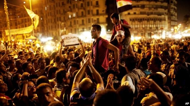 Para demonstran Mesir berkumpul di LapanganTahrir, Kairo hari Jumat (15/6) menuntut pembubaran rejim militer di Mesir.