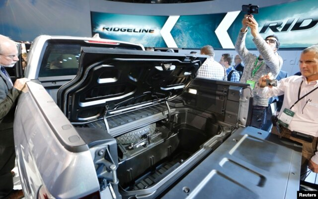 Attendees look over the 2017 Honda Ridgeline after it was unveiled at the North American International Auto Show in Detroit, Jan. 11, 2016.
