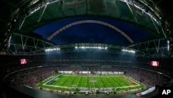 Toàn cảnh của sân vận động Wembley ở London.
