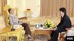 VOA's Than Lwin Htun interviews Myanmar President Thein Sein, Nov. 20, 2014.