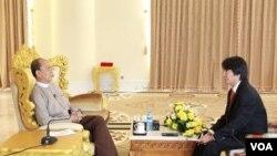 Presiden Myanmar Thein Sein saat diwawancari oleh reporter VOA, Than Lwin Htun (Foto: dok).