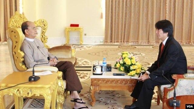 VOA's Than Lwin Htun interviews Myanmar President Thein Sein, Nov. 20, 2014.