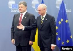 乌克兰总统波罗申科8月30日抵达布鲁塞尔和欧洲理事会主席范龙佩