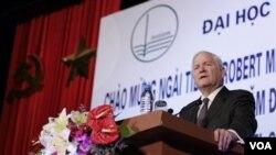 Menteri Pertahanan Amerika Robert Gates di acara pertemuan Menhan-menhan ASEAN di Hanoi.