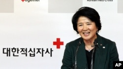 이산가족 상봉을 위한 남북실무접촉 제의와 관련해 기자회견을 가진 대한적십자사 유중근 총재