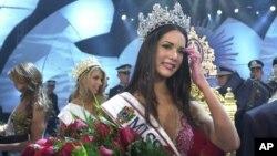 Cô Monica Spear đăng quang hoa hậu Venezuela 23/9/2004.