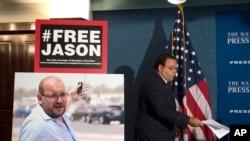 星期六获得释放的几位美国人之一,《华盛顿邮报》记者礼萨安。
