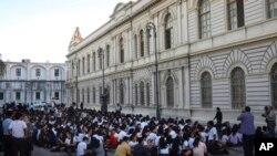 震后被疏散的学生。