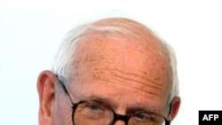 Linh mục Francois Houtart, người lập ra Cetri, một tổ chức phi lợi nhuận hô hào công bằng xã hội và phát triển quốc tế