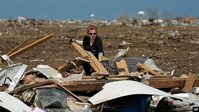 Dr. Amanda Theys sorts through the rubble of the tornado-ravaged medical clinic she works at in Moore, Oklahoma,  May 21, 2013.