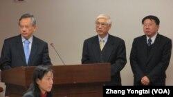 台湾卫生官员1月2号在立法院接受质询 (美国之音张永泰拍摄)