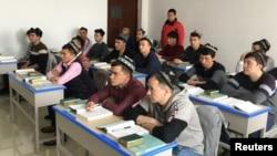 """新疆政府為一小批外國記者組織了對烏魯木齊一個""""再教育營""""的參觀(2019年1月3日)"""
