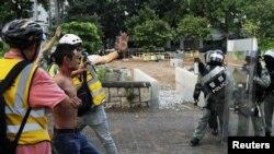 香港警方稱 暴力已達'威脅生命'程度