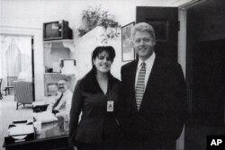 Cựu tổng thống Clinton và cô thực tập sinh Tòa Bạch Ốc Monica Lewinsky
