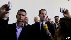 야당 지도자 후안 과이도 국회의장이 29일 베네수엘라 카라카스의 의회에 도착했다.