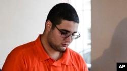Cosmo DiNardo, fue acusado de cuatro homicidios y 20 cargos adicionales que incluyen el abuso de cadáveres, conspiración y robo. Su cómplice Sean Kratz, también enfrenta 20 cargos que incluyen tres de homicidio criminal.