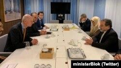 وزیر خارجه هلند عکسی از دیدار خود با عباس عراقچی را در توئیتر خود همزمان با اظهارنظر منتشر کرد.