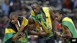 런던 올림픽 육상 남자 200m에서 우승한 우사인 볼트(가운데)와 2위 요한 블레이크(오른쪽), 3위 워렌 위어. 모두 자메이카 선수들이다.