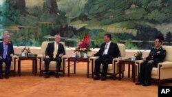 Міністр оборони США Джим Маттіс (другий зліва) у розмові з президентом Китаю Сі Цзіньпіном у Пекіні