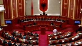 Parlamenti hetim kryetarit socialist Rama