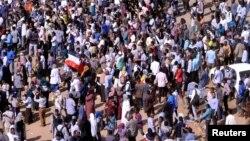 Para demonstran yang menentang Presiden Omar al-Bashir melakukan unjuk rasa di Khartoum (foto: ilustrasi).