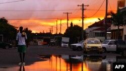 Khu vực Queensland bị lụt lội hoành hành đang chuẩn bị ứng phó với một trận bão lớn