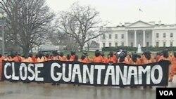 SAD: Guantanamo traje, prosvjedi se nastavljaju