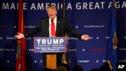 Bakal Capres AS dari partai Republik, Donald Trump saat berkampanye di Mt. Pleasant, South Carolina hari Senin (7/12).