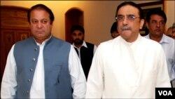 پاکستان کے صدر آصف علی زرداری (دائیں) اور ن لیگ کے رہنما نواز شریف