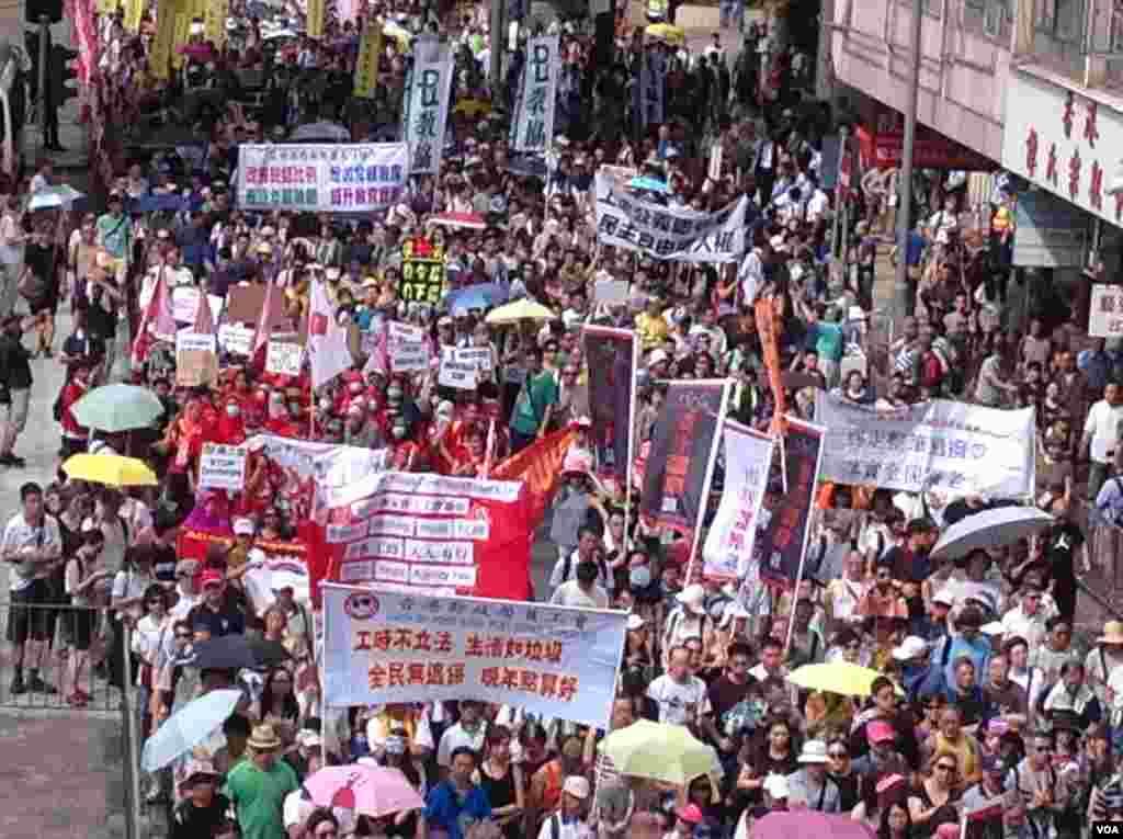 数万港人参加七一大游行誓言守护香港(美国之音海彦拍摄)