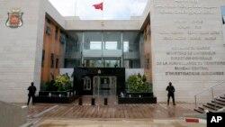 Des éléments de l'unité anti-terroriste spéciale marocaine assurent la sécurité devant le siège du Bureau central des enquêtes judiciaires à Sale près de Rabat, au Maroc, 5 janvier 2016.