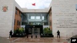 摩洛哥反恐特警在首都拉巴特附近的中央司法调查局总部前站岗 (2016年1月5日)