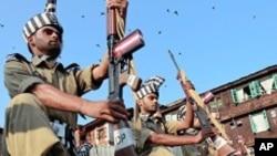 بھارت کا یومِ آزادی: کشمیر کی سرحدپر افواج کے درمیان گولیوں اور مٹھائی کا تبادلہ