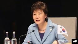 24일 박근혜 한국 대통령이 네덜란드 헤이그에서 열린 제3차 핵안보정상회의 개회식에서 기조연설을 하고 있다.