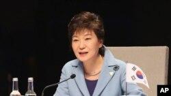 박근혜 한국 대통령이 지난 2014년 3월 네덜란드 헤이그에서 열린 제3차 핵안보정상회의 개회식에서 기조연설을 하고 있다. (자료사진)
