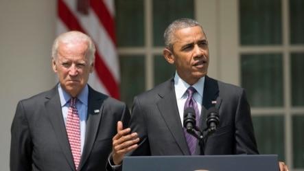 美国总统奥巴马与副总统拜登站在一起在白宫玫瑰园宣布美国和古巴将分别在华盛顿和哈瓦那重开各自的大使馆。 (2015年7月1日)