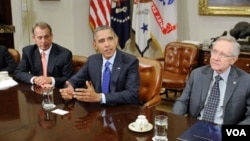 Sağdan sola: Temsilciler Meclisi'nin Cumhuriyetçi Partili Başkanı John Boehner, Başkan Obama, Senato'daki Demokrat Partili çoğunluğun lideri Harry Reid